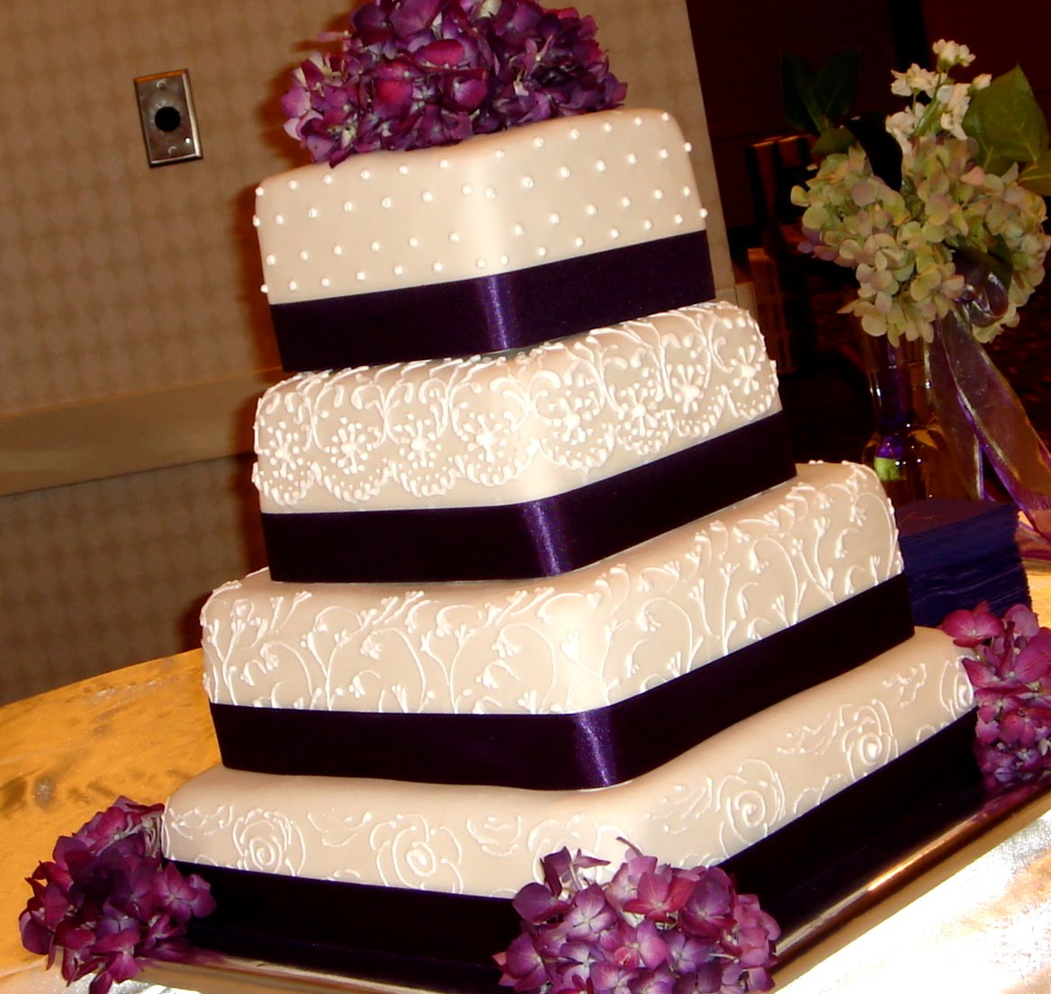 square wedding cake with purple ribbon how to chose the best wedding cake and decorator 20438