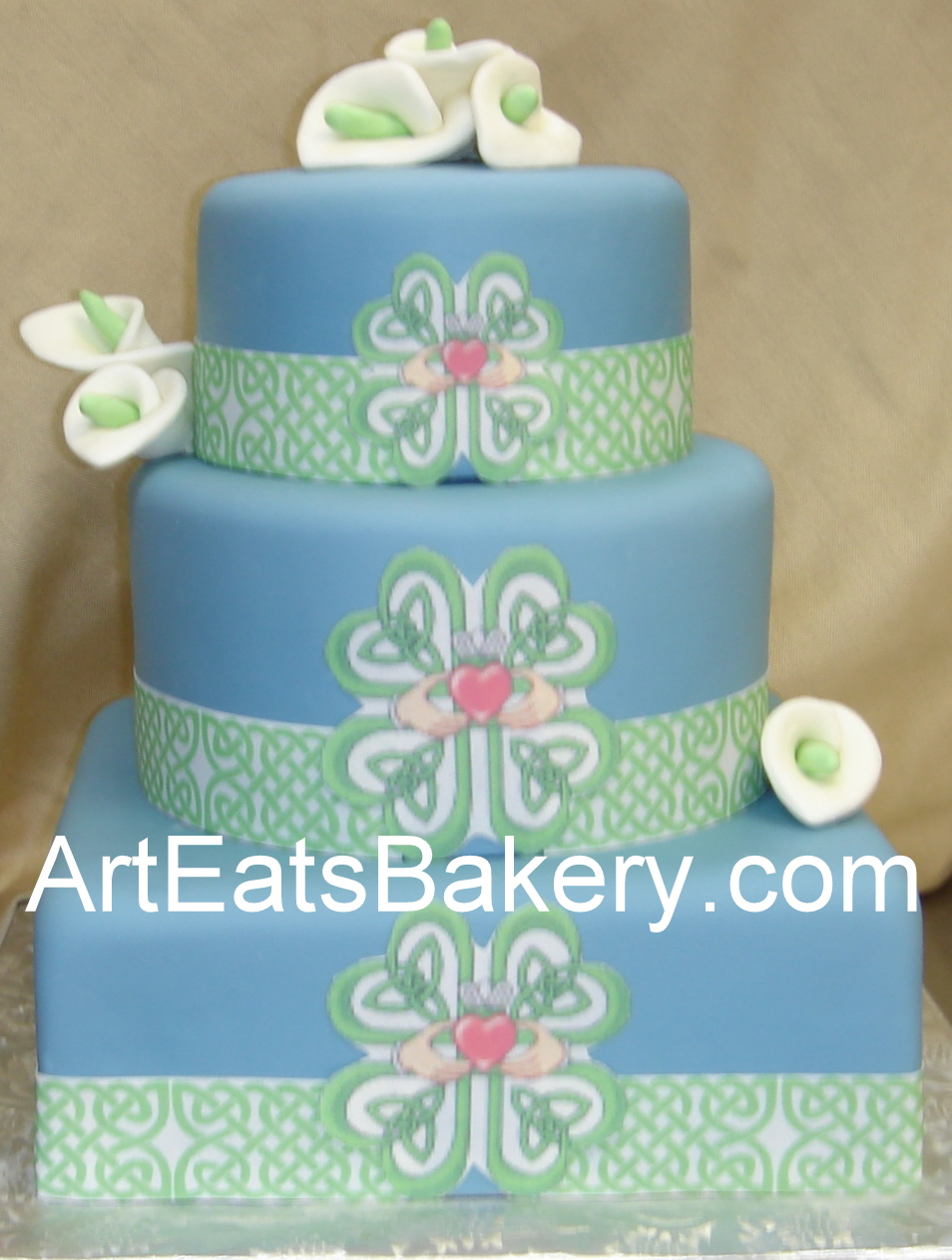 >Custom blue fondant square and round green Celtic and ...